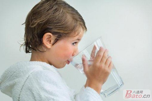 不同年龄宝宝如何正确喝水