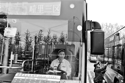 北京公交快速专线运营首日 耗时不明显
