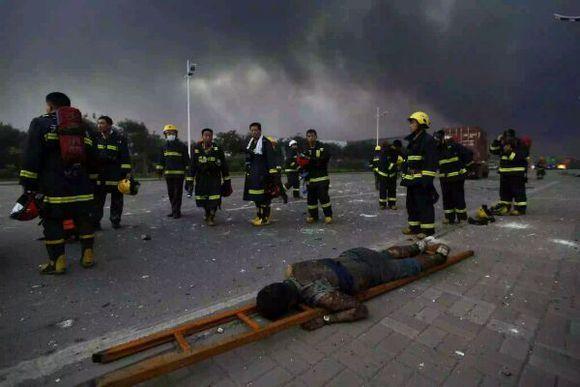 天津爆炸现场图片,胆小勿进